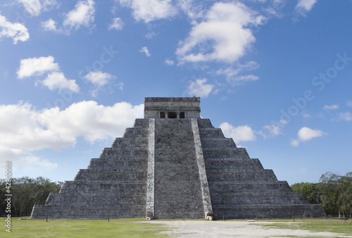 Wall Mural - mayan ruins at chichen itza, mexico