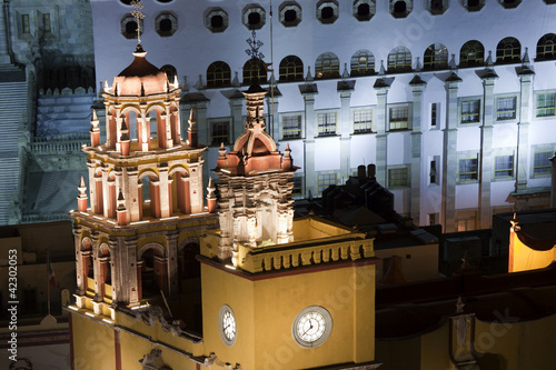 Wall Mural - the iconic yellow church in guanajuato, mexico