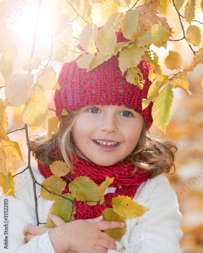 Wall Mural - Autumn - little girl in autumn park portrait